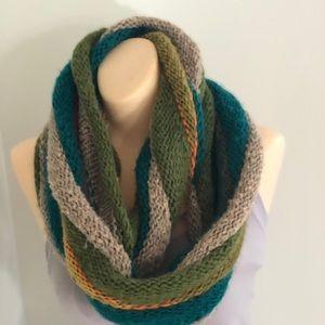 Acrylic  D&Y multicolored infinity scarf